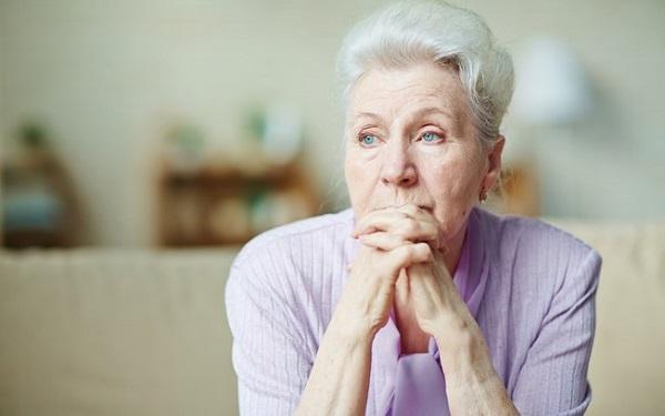 Tại sao càng về già tâm trạng càng hay cáu gắt?